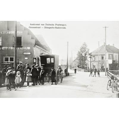 Ankunft der Postkutsche um 1900