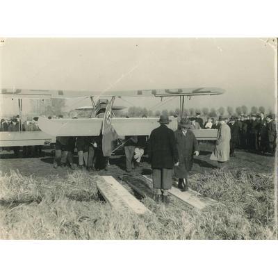 Duits vliegtuig na noodlanding