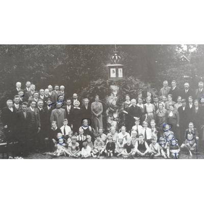 Königinnentag in Gorssel 1937_mein Vater 2 vli_hintere Reihe